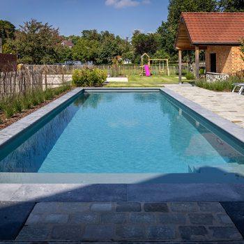 Tuin met zwembad voor kinderen